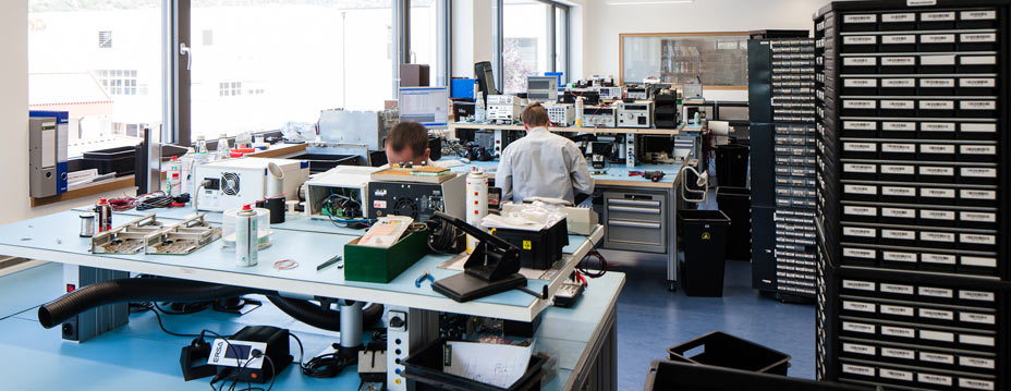 Repair service for industrial electronics, Siemens
